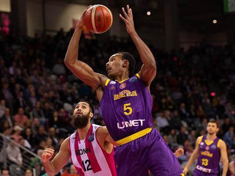 אטקינס. הסגולים הסתבכו (FIBA)