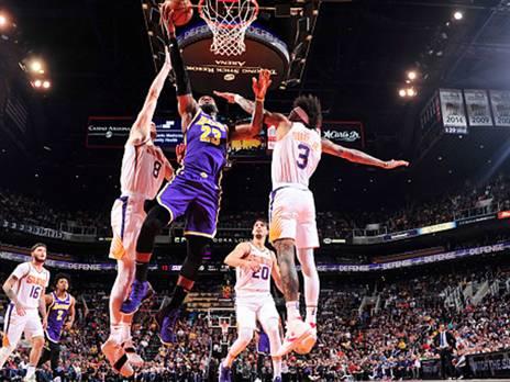 הלייקרס יצאו בשלום (צילום: Barry Gossage/NBAE via Getty Images)