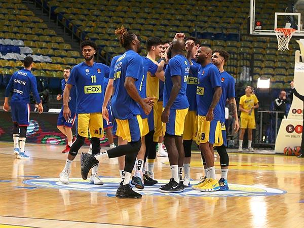 שחקני מכבי במשחק הבית האחרון מול אנאדולו (צילום: אלן שיבר)