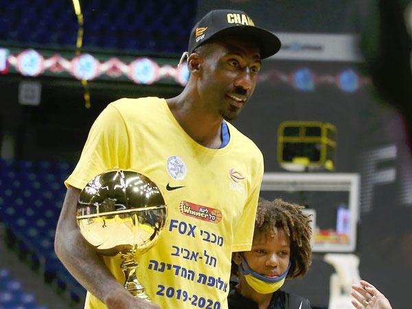 עם הבן ותואר ה-MVP (אלן שיבר)