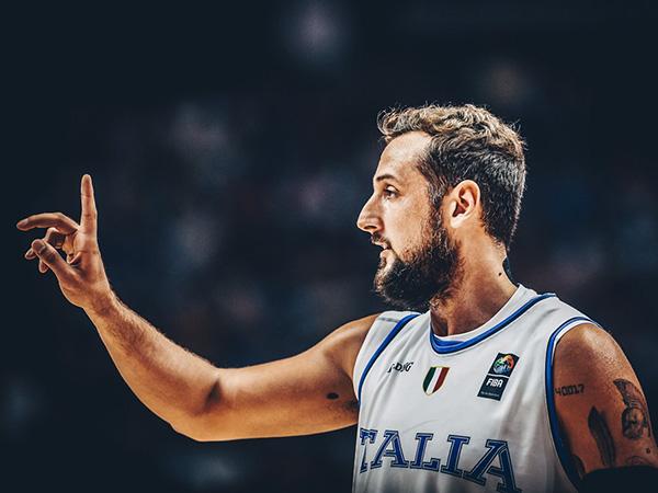 בלינלי קלע לבד שלשות כמעט כמו כל הנבחרת (FIBA)