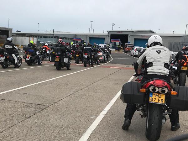 החתמת דררכונים ואופנועים בכניסה לסקוטלנד
