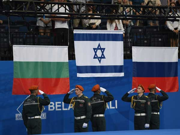 דגל ישראל מורם, גאווה במינסק (צילום: עמית שיסל, באדיבות הוועד האולימפי בישראל)