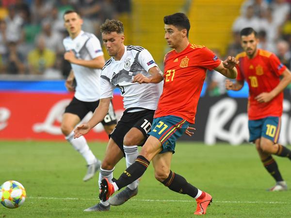 הקשר האחורי החדש? רוקה במדי נבחרת ספרד הצעירה (getty)
