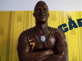 מעדן: נחשף פסל חדש (וטעים) של רונאלדו