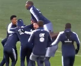 חגגה כמו בגמר: נבחרת צרפת השתגעה באימון