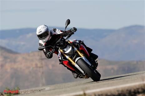 זה כבר אופנוע רציני: רכיבה על BMW חדש