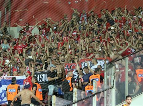 הקהל הבאר שבעי משתלט על האיצטדיון (אודי ציטיאט)