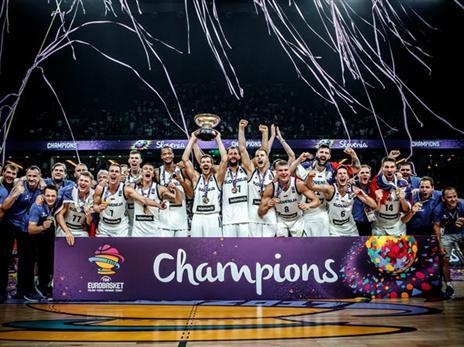 המדינה הקטנה עם אליפות מושלמת וזכייה אדירה בגביע (FIBA)