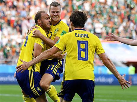 גראנקוויסט חוגג את ההישג של הנבחרת השבדית והאישית שלו (getty)