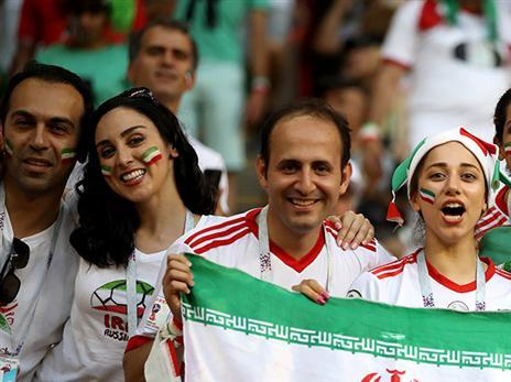 משפחות איראניות הגיעו לעודד את הנבחרת ברוסיה (Getty)
