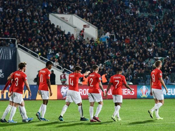 שחקני אנגליה במשחק בבולגריה (getty)