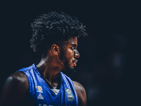 מניה בירידה. דוסון (FIBA)