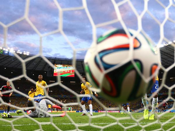 מירוסלב קלוזה כובש את השני מתוך השבע של גרמניה על ברזיל בחצי גמר מונדיאל 2014 (Getty)