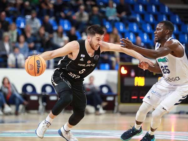 בלאט, שלשה שהחזירה את ירושלים לקראת ההפסקה (FIBA)