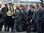 כבר חור בהגנה: מסתנן חדר למטוס של אנגליה