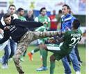 פרו פלסטינים תקפו את שחקני מכבי חיפה
