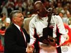 אהבה קשוחה: היוצר של ה-NBA שלמדנו להעריץ