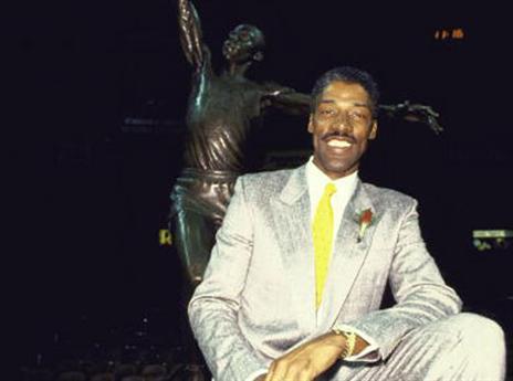 19.4 - היום לפני 29 שנים נחשף פסלו של ג'וליוס ארווינג בפילדלפיה (getty)