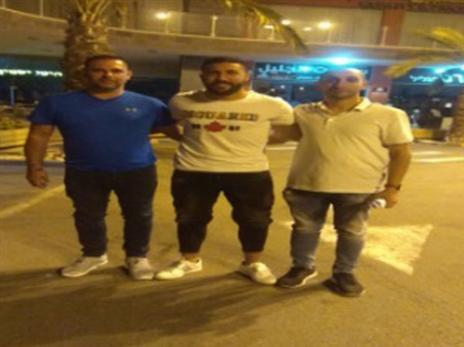 אחמד שיבל הצטרף להפועל כאוכב, הקבוצה הציגה אותו במגרש חנייה