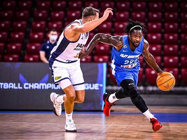 צ'רי במשחק נגד פארמה (FIBA)