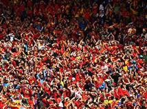 הקהל של ספרד מנסה לדחוף את הנבחרת, האם יהיה לנו סיום דרמטי למשחק? (gettyimages)