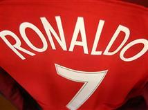 החולצה של מספר 7 באדום כבר מוכנה