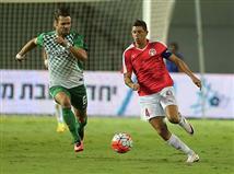 שמתם לב שמכבי חיפה משחקת עם התלבושת של העונה שעברה? (צילום: אלן שיבר)