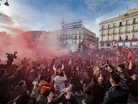 אוהדי אייאקס כבר התחילו לייצר אווירה מטורפת במדריד. (getty. Soccrates images)