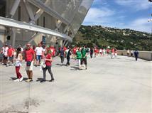 הקהל עושה את דרכו לאיצטדיון