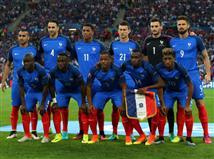 השחקנים הצרפתים לפני שריקת הפתיחה (Getty)