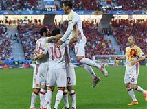 המשחק נפתח בשליטה ספרדית מוחלטת. דויד סילבה רקד ושלח כדור כמו שרק הוא יודע לססק פברגאס. האחרון עשה מספיק כדי לכבוש, אבל אלברו מוראטה היה שם כדי לדחוק פנימה ולרשום שער שלישי בטורניר, כמו מלך השערים גארת` בייל.