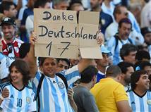 אוהדי ארגנטינה בינתיים מודים לגרמנים על שהעיפו את ברזיל, אבל מה עם איזה טיפ בגמר?
