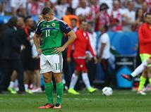מנגד, צפון אירלנד היא אולי ההוכחה להשלכות של שיטת היורו החדשה שמאפשרת ל-24 נבחרות להשתתף. הירוקים מיעטו לאיים על השער והציגו משחק מבוקר מאוד, שכל מטרתו היה לא לספוג. שימו לב לסטטיסטיקה הבאה: במחצית הראשונה צפון אירלנד כלל לא נגעה בכדור בתוך הרחבה של נבחרת פולין, כאשר במשחק כולו היא הגיע לאיזור 16 מטרים רק חמש פעמים ולא בעטה אף לא בעיטה אחת (!).