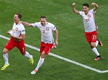 <P>אחרי שכבר ארבע נבחרות הבטיחו את מקומן בשמינית הגמר, הערב עוד שתיים יצטרפו, כשפולין יודעת שנקודה תספיק בשביל להעפיל לשלב 16 האחרונות.</P> <P><STRONG>ברוכים הבאים לזירת המשחק בין פולין לאוקראינה</STRONG></P>