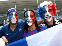 צרפת עם ההתקפה הראשונה במשחק. סיסוקו מעביר כדור למרכז הרחבה מימין, הגנת פורטוגל מרחיקה עד פאייט, שלא מצליח ליצור איום רציני