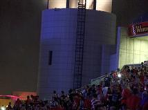 <STRONG>ובינתיים באיצטדיון בנתניה: שוב נפל החשמל</STRONG>. מה יהיה? (צילום: אלן שיבר)