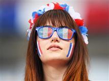צרפת היא מארחת היורו האחרונה שזכתה בתואר, היא עשתה זאת ב-1984. פורטוגל היא המארחת האחרונה שהפסידה בגמר, זה קרה ב-2004