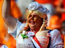 האווירה ביציעים פשוט מחשמלת. אלפי הולנדים ודנים צבעו את האיצטדיון בחראקוב ומספקים תפאורה מושלמת