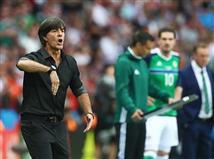 הגולש דביר ענה ראשון שלב החליף קלינסמן כמאמן גרמניה. הערב הוא ניהל מחצית שניה מהמשעממות שראינו