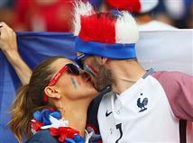 בפאריס כמו בפאריס, אי אפשר בלי קצת רומנטיקה
