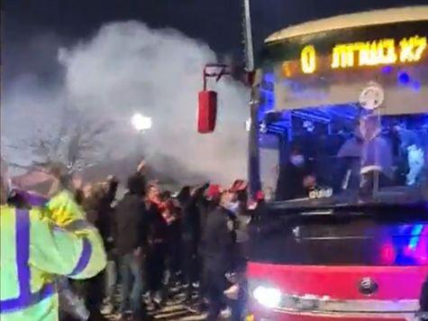 כ-900 אוהדי הפועל ב``ש ליוו את האוטובוס של הקבוצה ממתחם האימון עד אצטדיון טרנר. <STRONG>צפו בתהלוכה >>></STRONG>