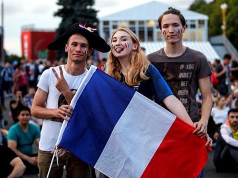 <STRONG>צפו: כך הגיבו אוהדי צרפת לשער היתרון</STRONG>