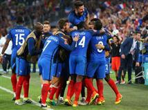 זה הלך קשה, אפילו קשה מאוד, אבל בצרפת יכולים לחייך. במשך 90 דקות דידייה דשאן ראה את שחקניו מחמיצים ואז מחמיצים ואז מחמיצים שוב. בסופו של דבר אנטואן גריזמן ודימיטרי פאייט עשו לזה סוף וסידרו למארחת היורו ניצחון דרמטי ויקר - 0:2 על אלבניה - ששלח אותה לשמינית הגמר.