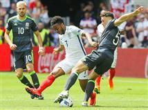 עד כהההחמצה של סטרלינג הייתה המצב הטוב ביותר של האנגלים. גם הארי קיין קיבל הזדמנות, אך כדור חופשי שלו נבעט החוצה.