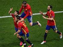 שחקני ספרד חוגגים את השער של נוליטו (getty)