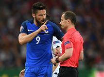 0:0 אחרי מחצית שבה ז`ירו הרבה להחמיץ. קבלו שאלה להפסקה: <STRONG>מתי צרפת זכתה בפעם האחרונה ביורו? </STRONG>טקבקו!