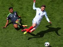 אנגליה שולטת בקצב, אבל עדיין מתקשה לפרוץ את ההגנה הווילשית.