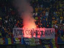 הקהל הרומני הדליק אבוקה ביציע (getty)
