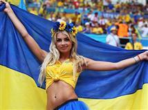 אוהדות אוקראינה לבשו חג, האם הן יחייכו בסיום?(gettyimages)